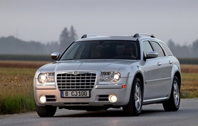 Chrysler 300C Touring revealed
