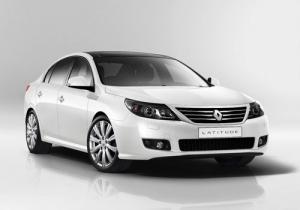 Renault Latitude makes debut in Moscow, no decision on UK launch