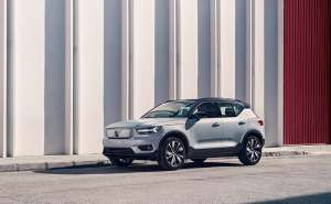 Volvo XC40 Recharge P8 AWD in Glacier Silver