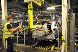 2013 Volvo V60 Plug-in Hybrid begins production