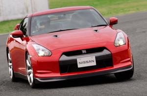 Nissan GT-R deliveries finally start