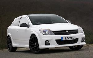 Limited production run of 500 Astra VXR Arctic Editions available