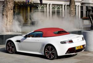 Aston Martin V12 Vantage Roadster unveiled