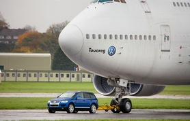 Volkswagen Touareg successfully tows a Boeing 747