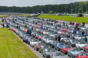 Mazda MX-5 parade sets new World Record