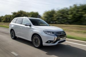 2016 Mitsubishi Outlander PHEV Review