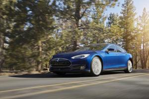 Tesla Model S 70D in Ocean Blue