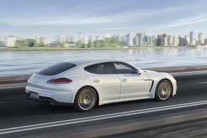 Porsche Panamera for the first time with a plug-in hybrid and in a long version