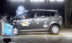 Toyota Corolla Verso scores maximum five stars