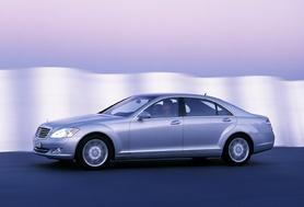 New Mercedes-Benz S-Class launch results in three-car pile-up