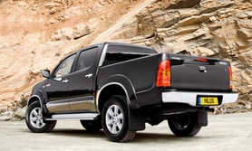 Toyota Hilux upgraded and restyled for 2009