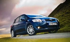 Toyota Auris SR and TR introduced
