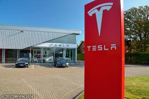 Tesla opens Gatwick store, unveils dual-motor 'D' models